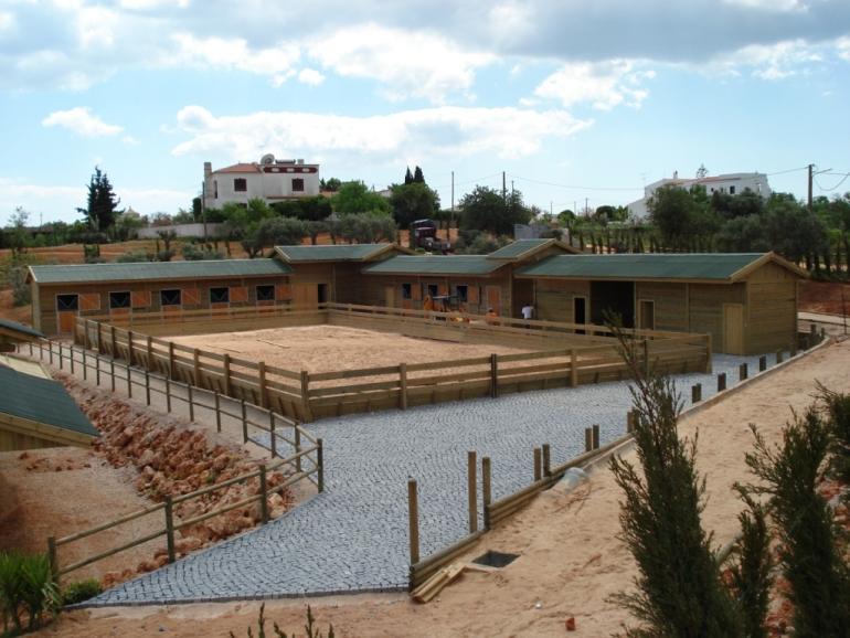 banco de jardim cavalo:Box Cavalos